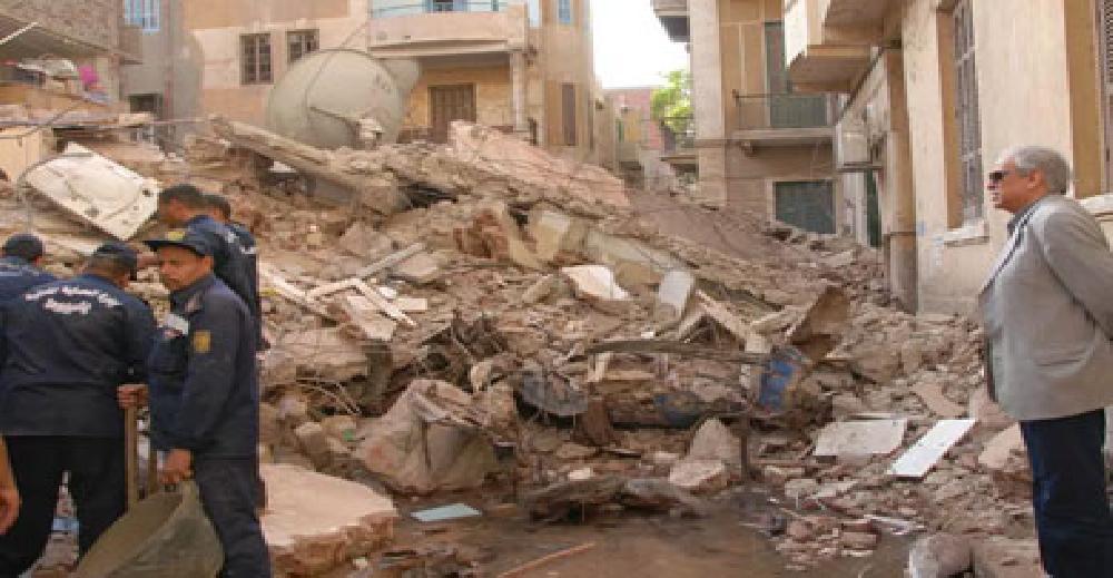 انهيار عقار من خمسة طوابق بمحرم بك بالإسكندرية
