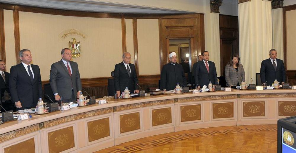 مجلس الوزراء يقف دقيقة حدادا على شهداء حادث العريش الإرهابي